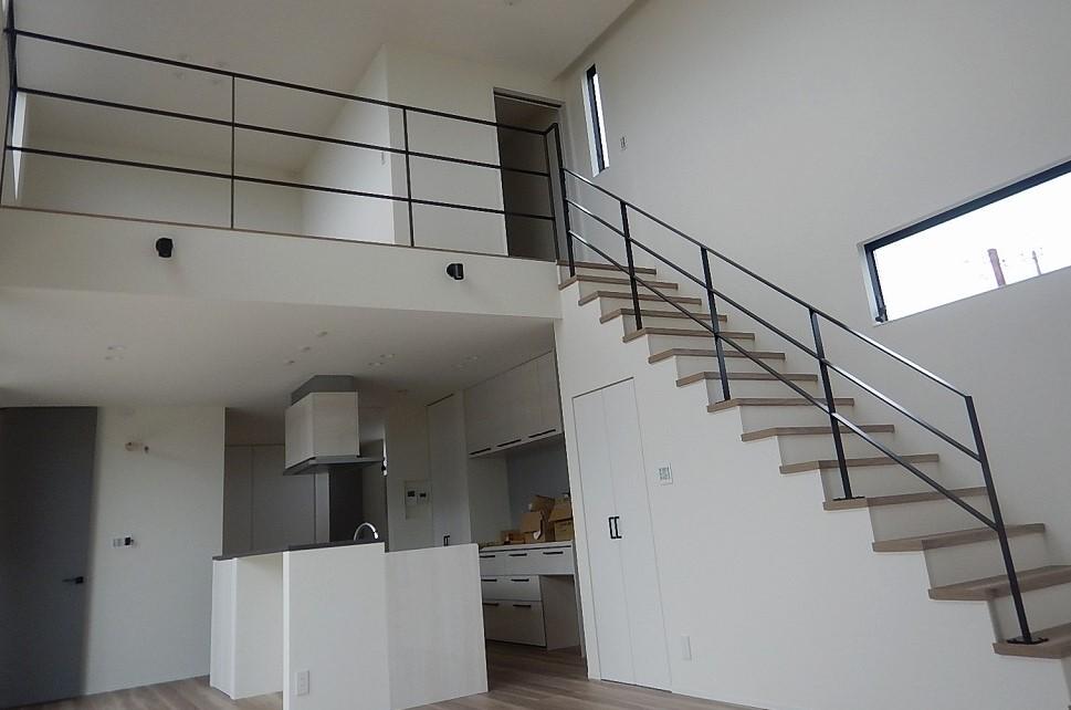階段・キッチン