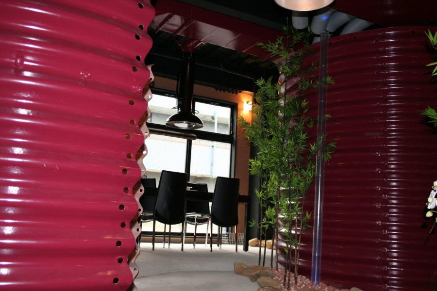 コルゲート管を活用した半個室空間