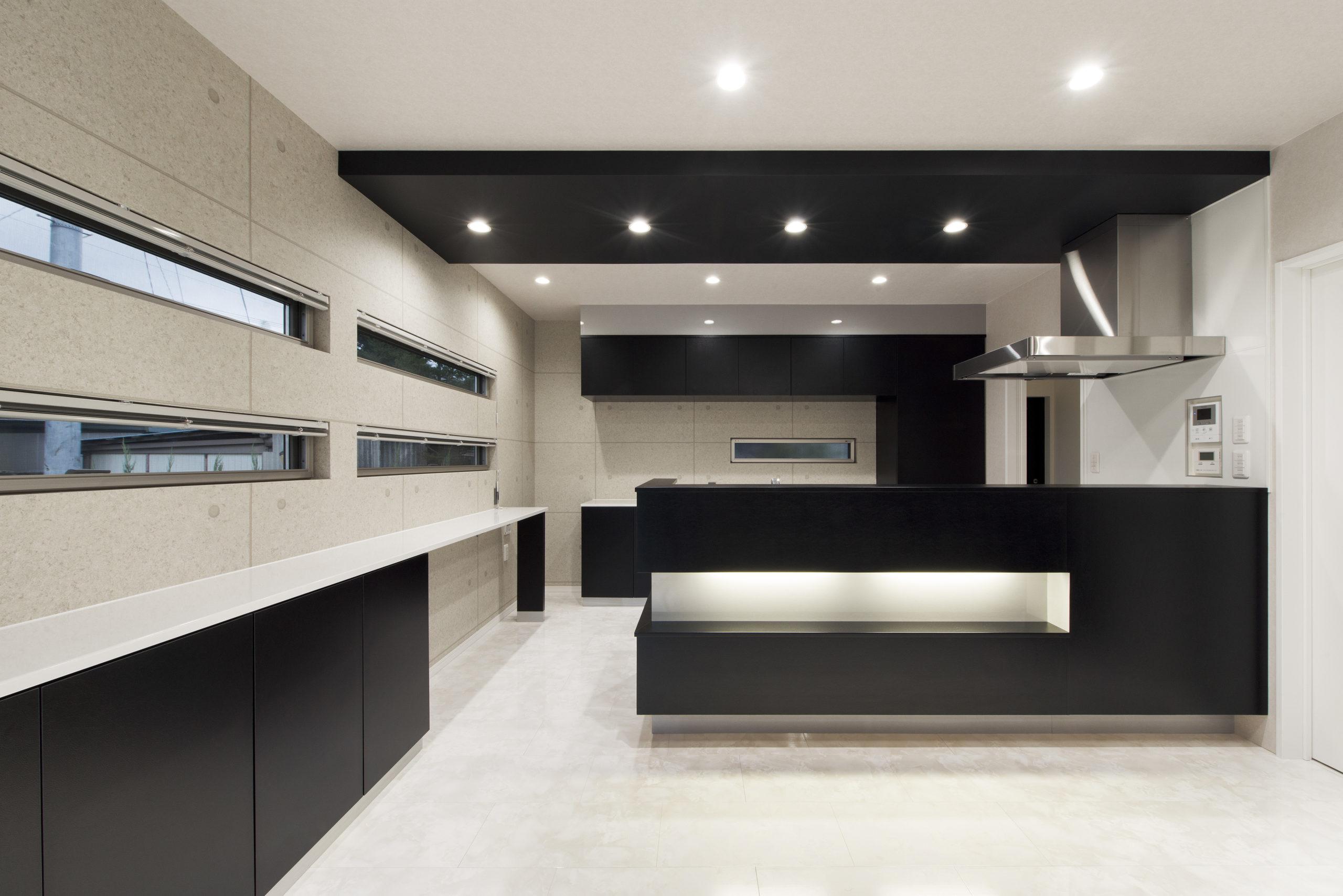 造作キッチンでリビングと同じデザインにし、統一した空間に仕上げる